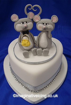 Engagement Mice Heart Cake