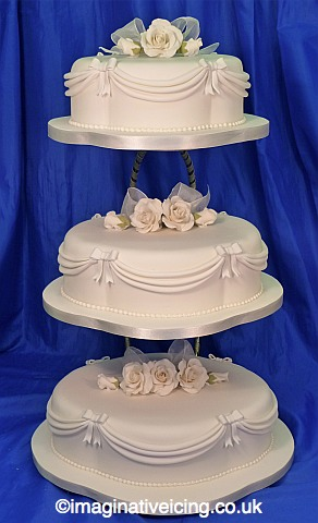 Madge W83 Scolloped Oval Wedding Cake