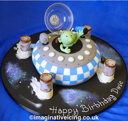q pootle 5 birthday cake spaceship